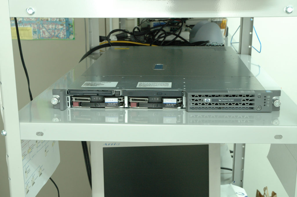 ピンクボックスコンピューター サーバー・ハードウェア