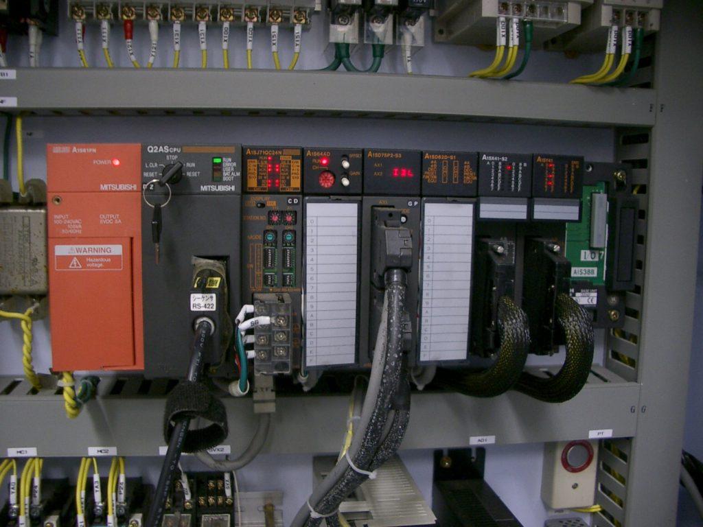 ピンクボックスコンピューター FAソリューション 制御盤 PLC シーケンサー