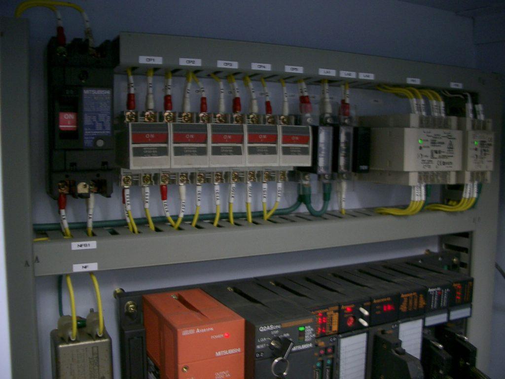 ピンクボックスコンピューター PLC