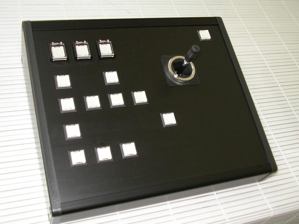 ピンクボックスコンピューター コントローラー